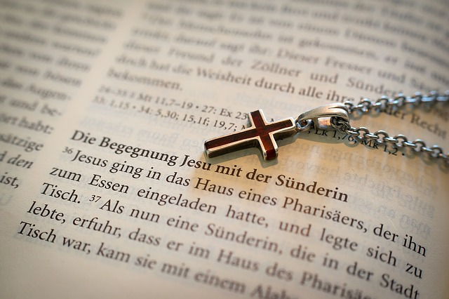 bible-1058289_640