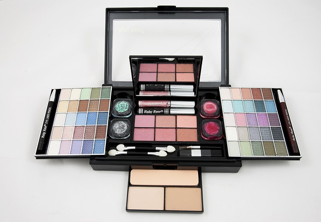 eyeshadow-682998_640